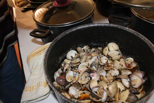 Clams sauce ready for the pasta at Zia Pina in Palermo