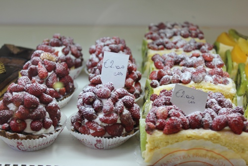 Crostatine di Fragola-Strawberry tarts at Pasticceria Cappello, Palermo
