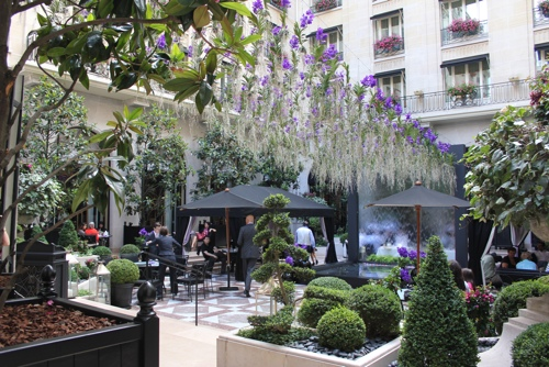 Flowers at the hotel george v in paris a taste of travel for Hotel george v jardins