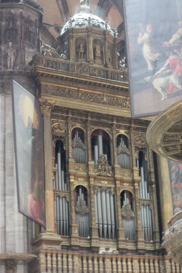 The organ is the largest in Italy. Duomo in Milan