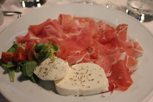 Proscuitto crudo di parma with mozzarella di buffala at Osteria del Binari in Milan