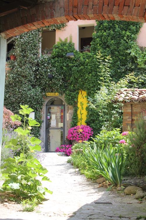 Entrance to Osteria La Salita in Monforte d'Alba