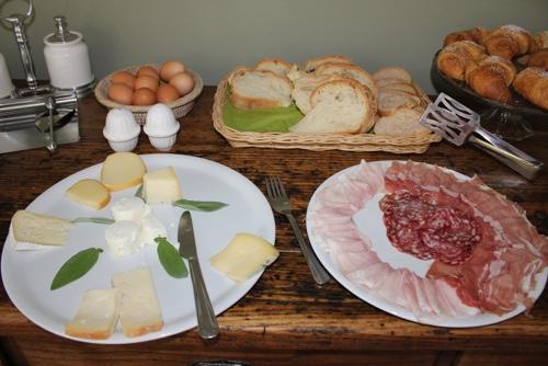 Breakfast at La Villa Hotel, Mombaruzzo
