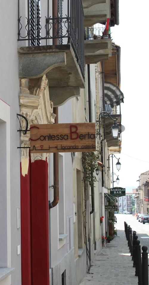 Via Garibaldi in Monforte d'Alba