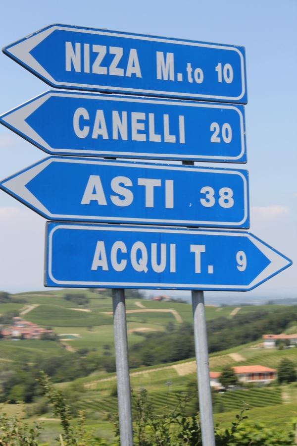 Road sign, Piedmont