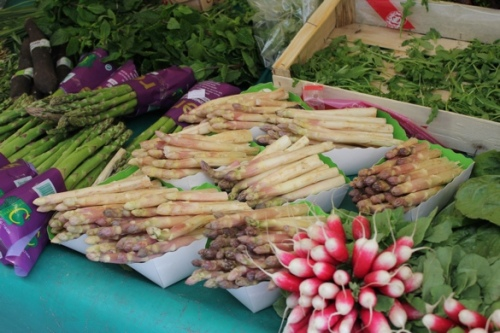 Fabulous asparagus and radishes at a Paris market