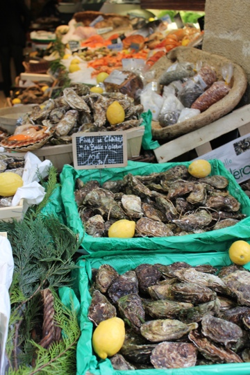 Seafood display at L'Écume St Honoré, Paris